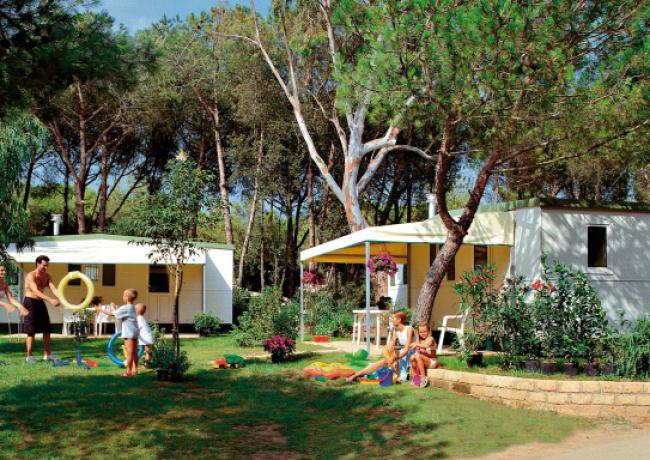 kampeerplaatsen-02-Baia_Domizia